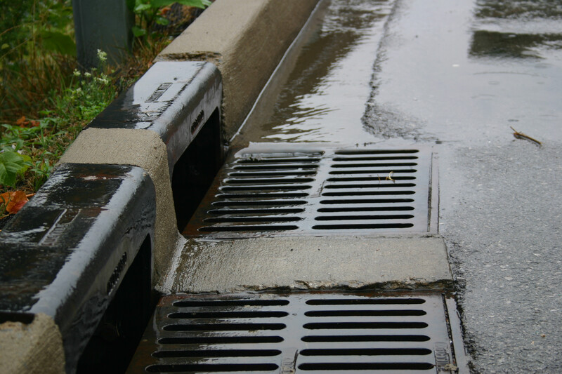 Double Inlet Curb taking in stormwater